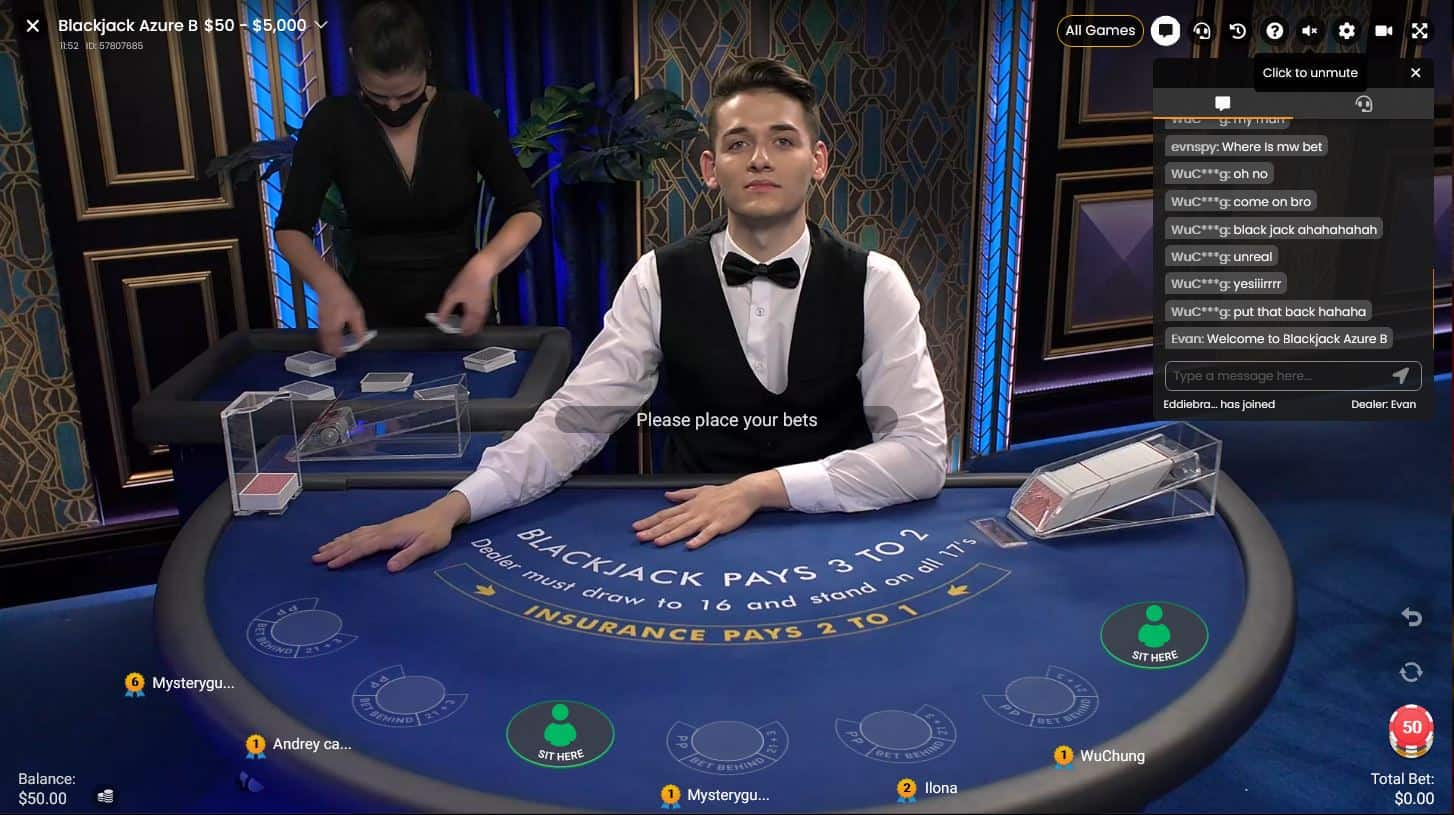 Online casino game with the live dealer